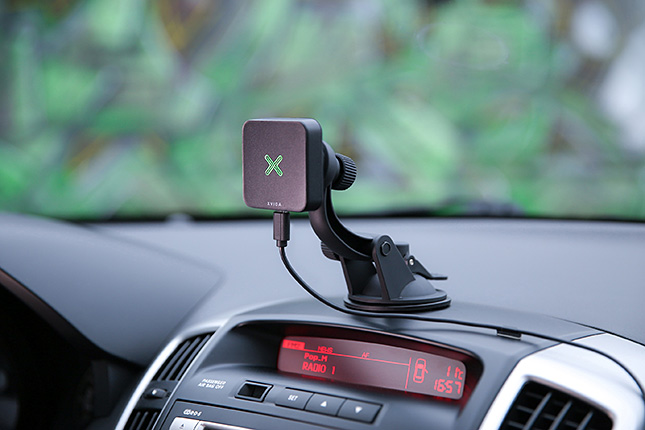 XVIDA smartphone wireless charger - for the car